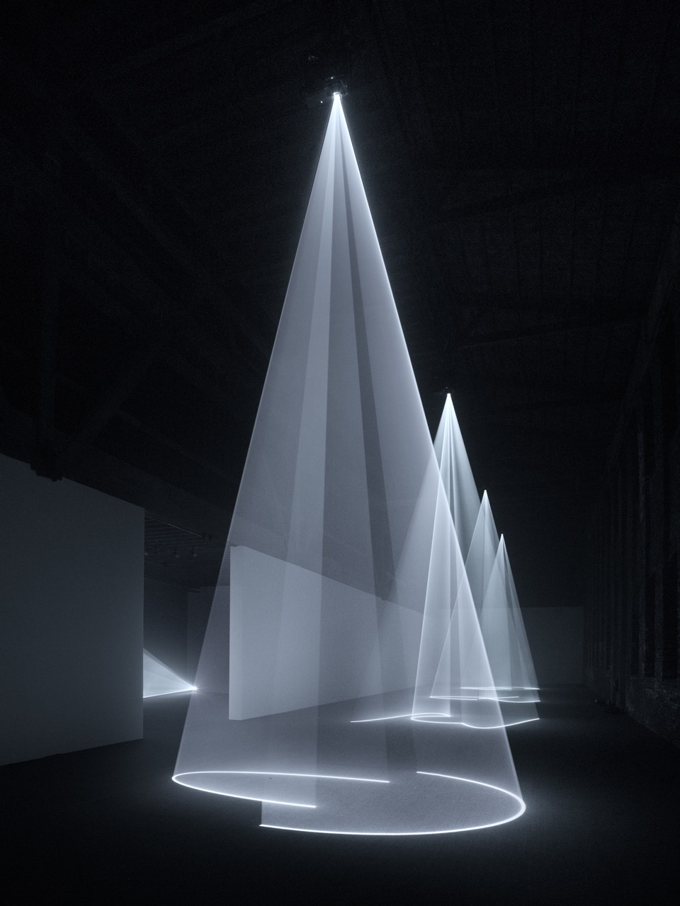 The Shape Of Space: Anthony McCallu0027s Solid Light Works
